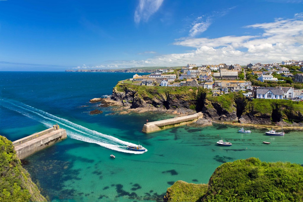 Cove and harbour of Port Isaac with ship, Cornwall, England | MarinaReservation.com - Book you berth
